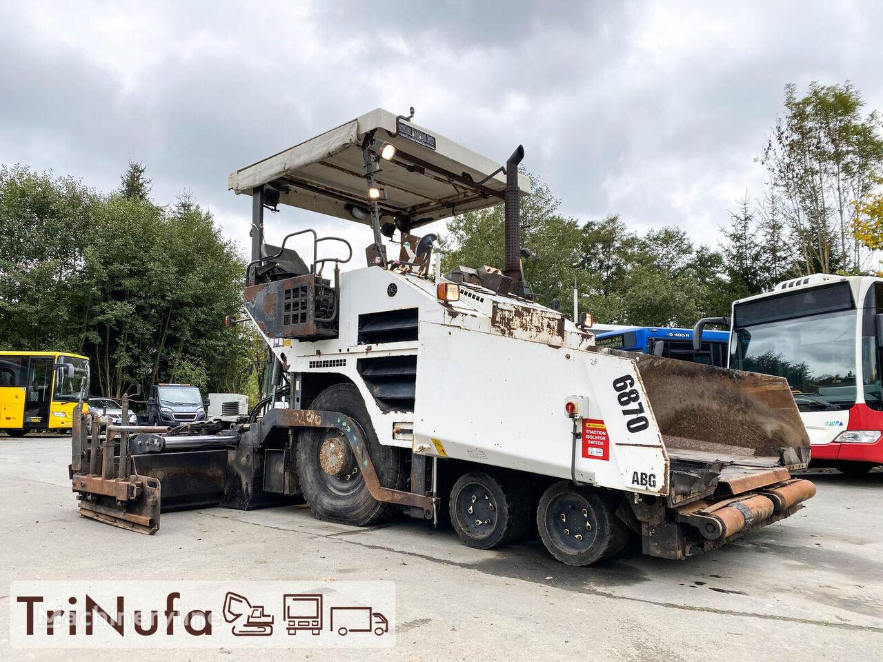 finisor asfalt pe roţi VOLVO 6870 ABG | Fertigungsbreite 5,3m |